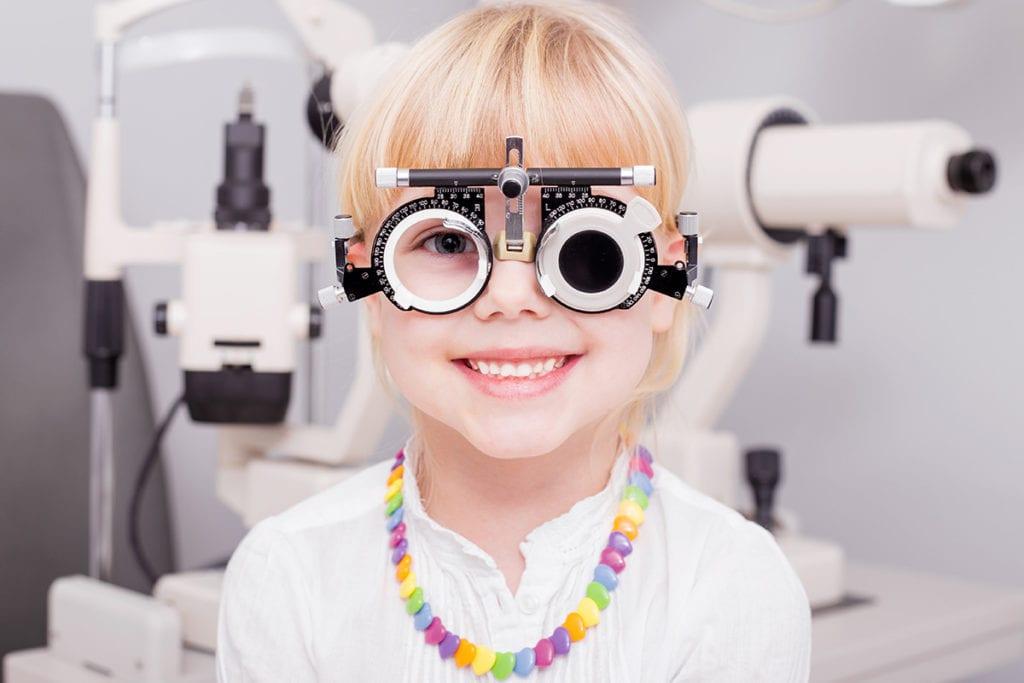 Szemvizsgálat lányoknak, Szemészeti vizsgálat - dr. Pongrácz Mária